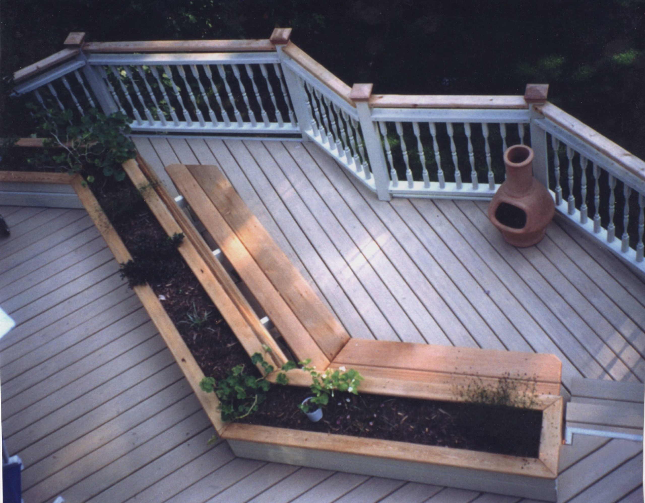 Wood railing deck